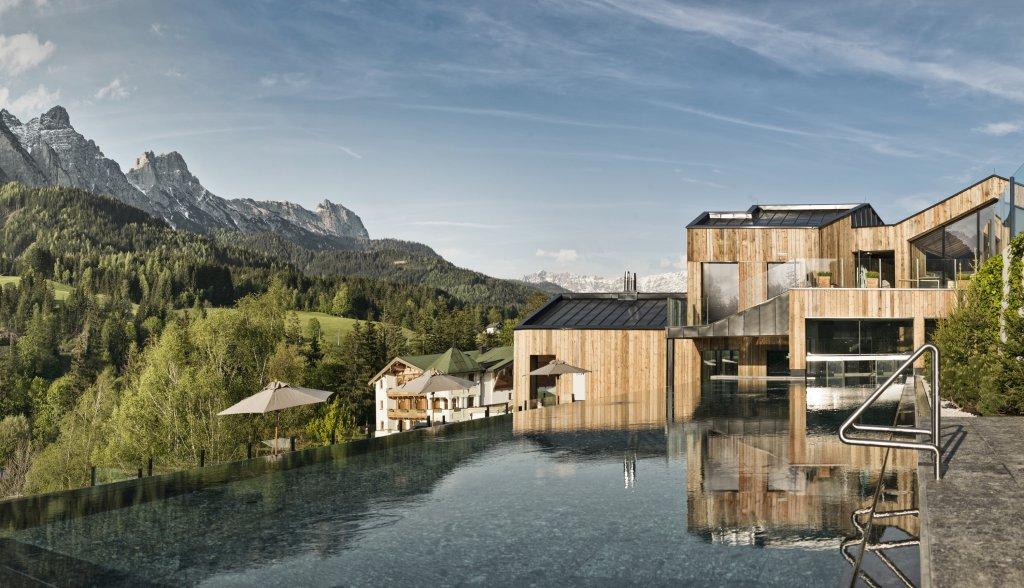 5 sterne wellness familienhotel naturhotel forsthofgut for Design hotel berge