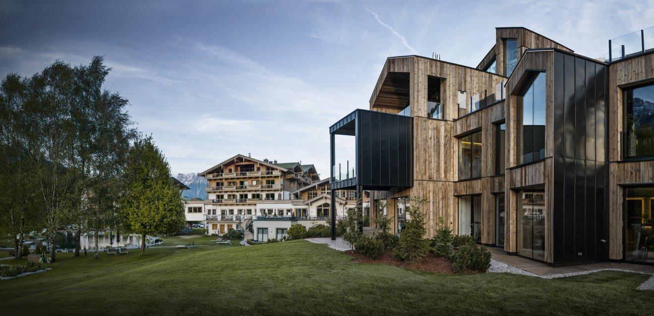 Ihr 5 wellnesshotel in leogang in sterreich naturhotel for Berghotel design